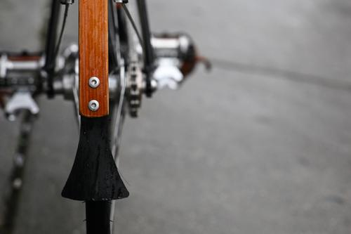 The bamboo mud guards have Busyman mud flaps attached to hand-selected hardware bits, which are in turn, placed throughout the bike. Dan likes to replace stock hardware to