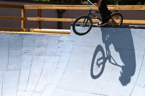 like the shadow overlap of Tony's crank arm to drop in...