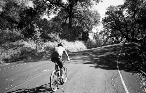 Jordan Hufnagel pushing up one of the steep switchbacks on his 1x9 Porteur.