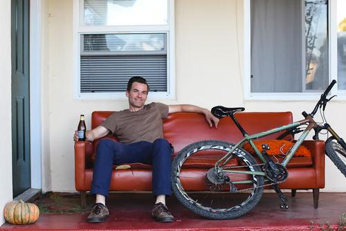 Best guide in Santa Cruz, with an alright MTB and an ok beer on the chillest couch ever... More to come!