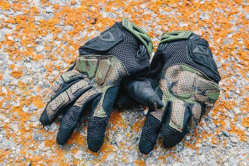 Alpine ride essential: Giro Remedy X padded dirt gloves in camo.