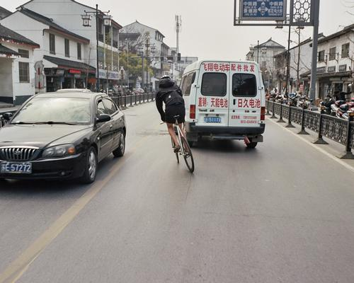 Shot from a Moving Bicycle 03 - Traffic laws are disregarded by drivers, so evasive maneuvers are a honed skillset.