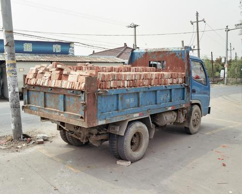 Vehicles 04 - A truck loaded with bricks.
