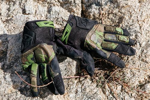 Staples. The Giro Remedy gloves!