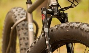 Porcelain Rocket's Moots Fatty with Hunter Fork