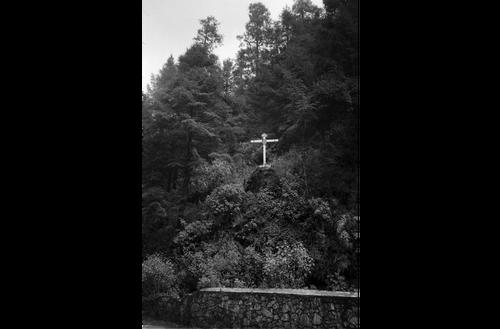 Cross at the summit of Dinamos