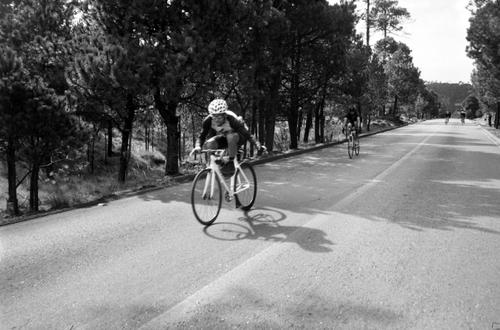 Napoles, descending Ajusco after a race-winning move on the first climb