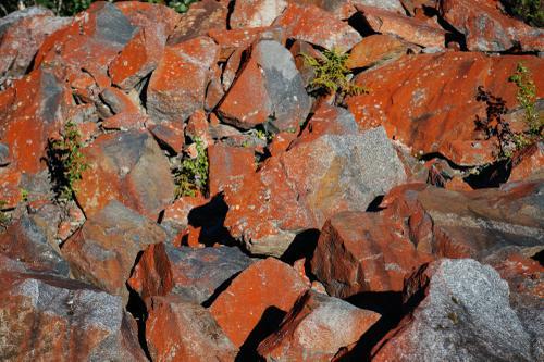 Mineral deposits that eventually turn into falu rödfärg.