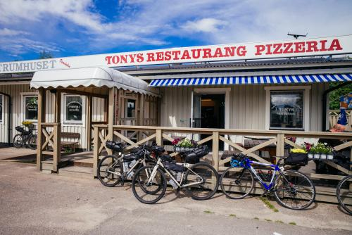 Tony's, yet another pizza stop.