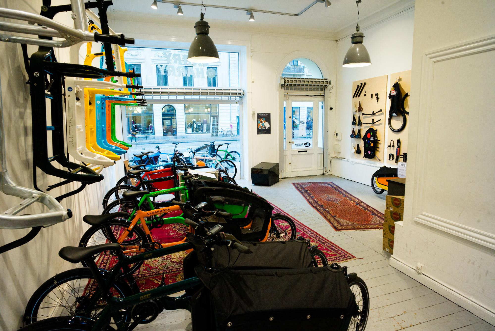 Inside the shop they have several complete bikes and frames on d