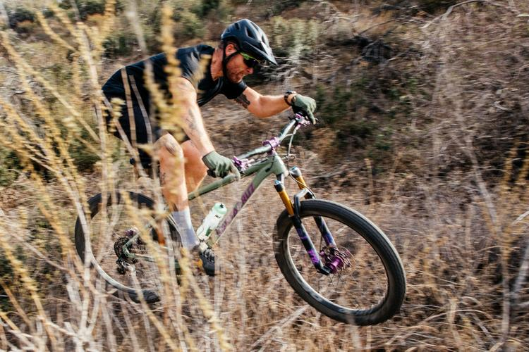 A Bike That Really Stands Out: the Santa Cruz Chameleon 27.5+ Hardtail