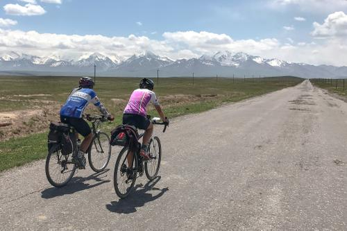 Heading out of Sary-Tash towards the Kyrgyzstan border.