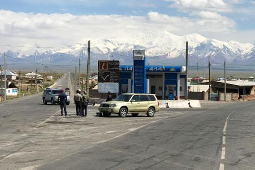 Downtown Sary-Tash. Left takes you to China and right to Tajikistan.