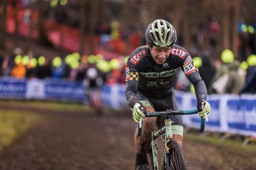 Judyius Maximus and his single speed and hunting down five poor souls in his final lap at Hoogerheide.