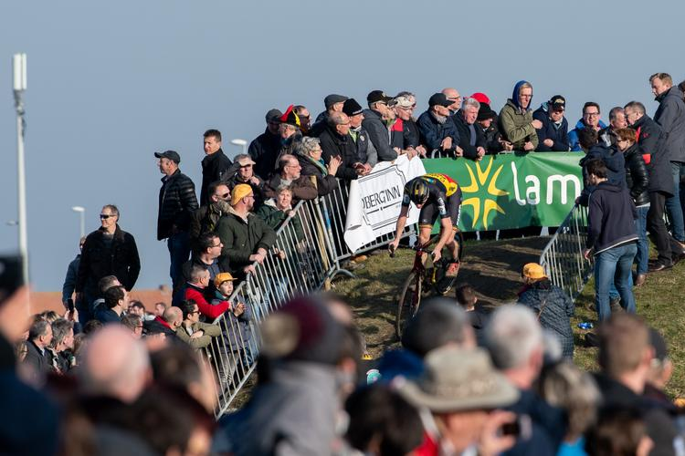 Veld Notes: Faces in the Flemish Cyclocross Crowd – Andrew Juiliano