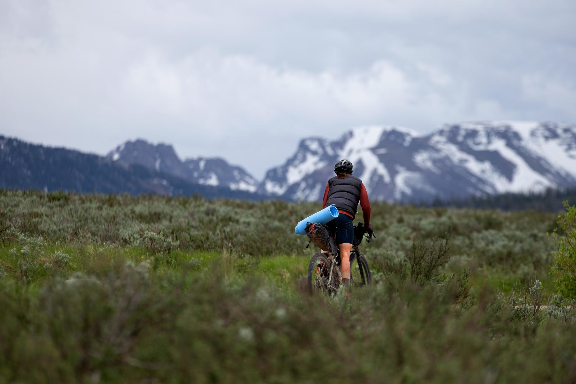 Lael Wilcox rides towards Pinedale, Wyoming. (Rugile Kaladyte)