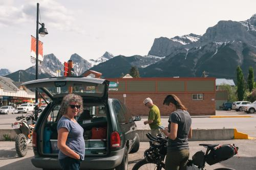 Lael's parents arrive from Alaska (Spencer Harding)
