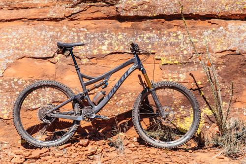 Pushing and Punishing Pivot's Insatiable Mach 6 Carbon 27.5