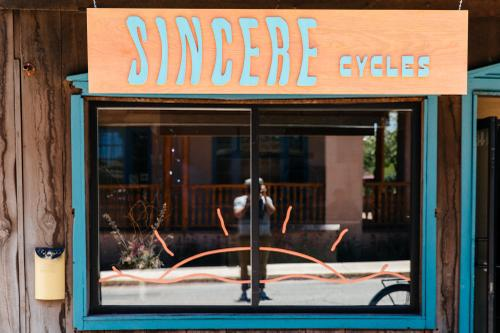 Sincere Cycles in Santa Fe