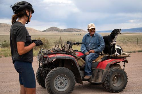 Lael talking with rancher and his dogs in New Mexico. (Rugile Kaladyte)