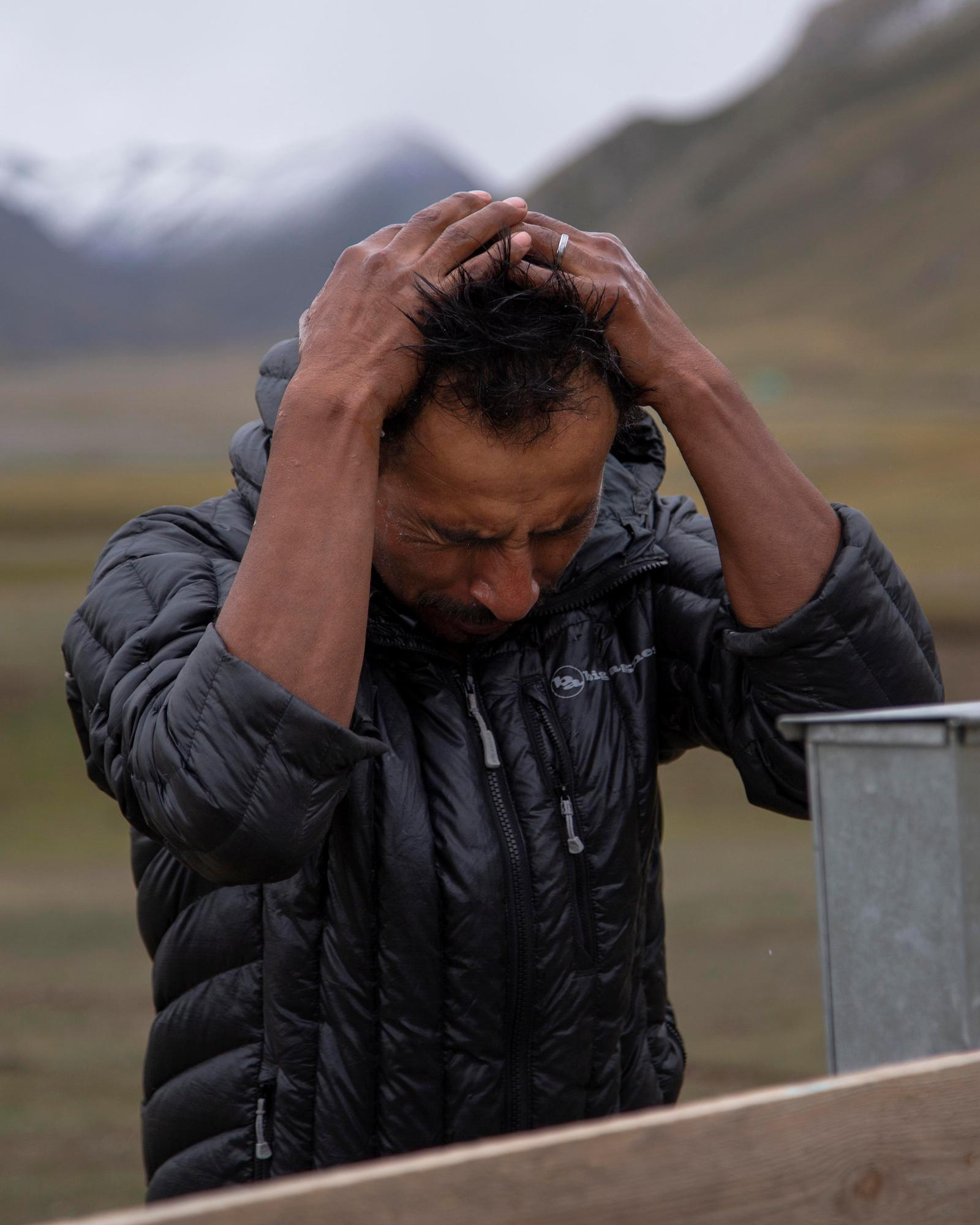 Ernie Lechuga runs water through his hair. (Rugile Kaladyte)