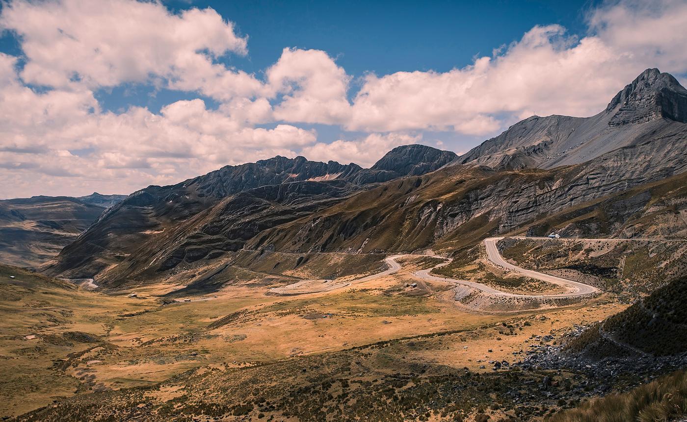 Get Lost in the Vastness: Chasing Jonas Deichmann on the Bikingman Peru Inca Divide