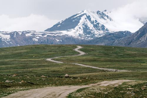 Twistings toward the peaks