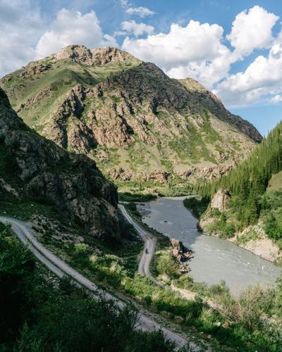 The road to Eki-Naryn