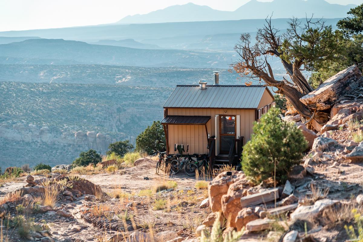Continental Drifters: Durango to Moab by Bike Along the San Juan Huts – Joshua Weinberg & Steven Smith
