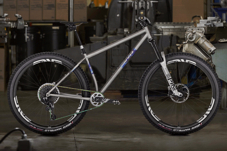 The Moots Womble is a 140mm 29er x 2.6″ Hardtail