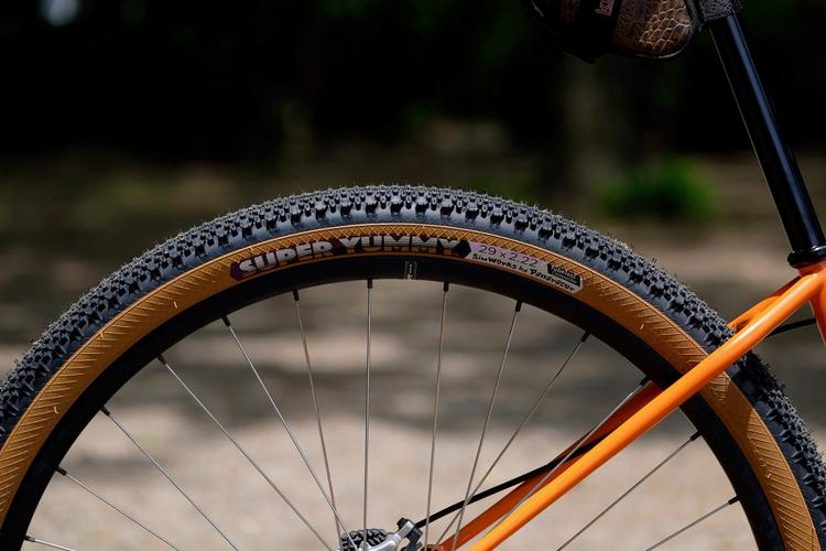 Sim Works: Super Yummy 29 x 2.2 Tires and a Special Build by Black Cat Bicycles