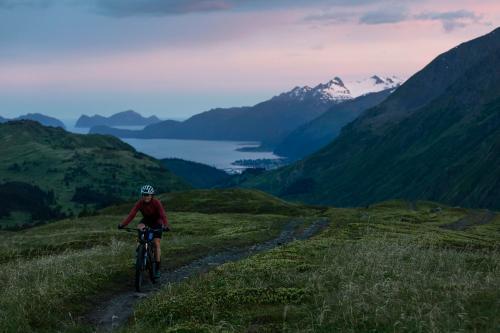 Lael Wilcox on Lost Lake Trail. (Rugile Kaladyte)