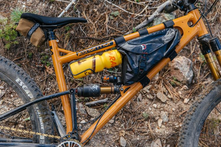 A Perfect Fit: the Revelate Hopper Frame Bag on John's Starling Cycles Murmur 29er