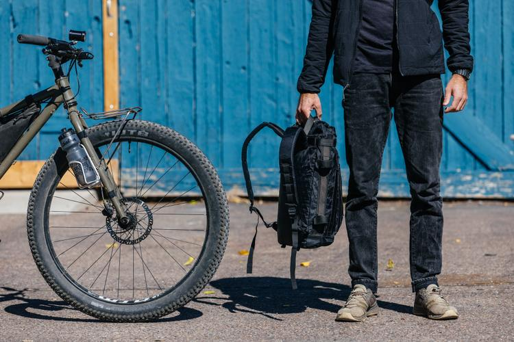 A Look at the New Agave Products Handlebar Bag: the Arroyo Backpack