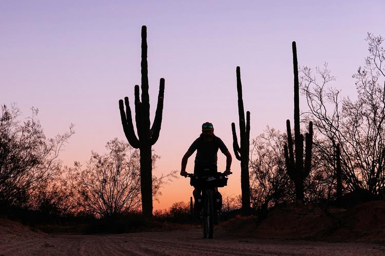 PEARL iZUMi and Justin Balog: Shared Territory – Touring the el Camino del Diablo Trail