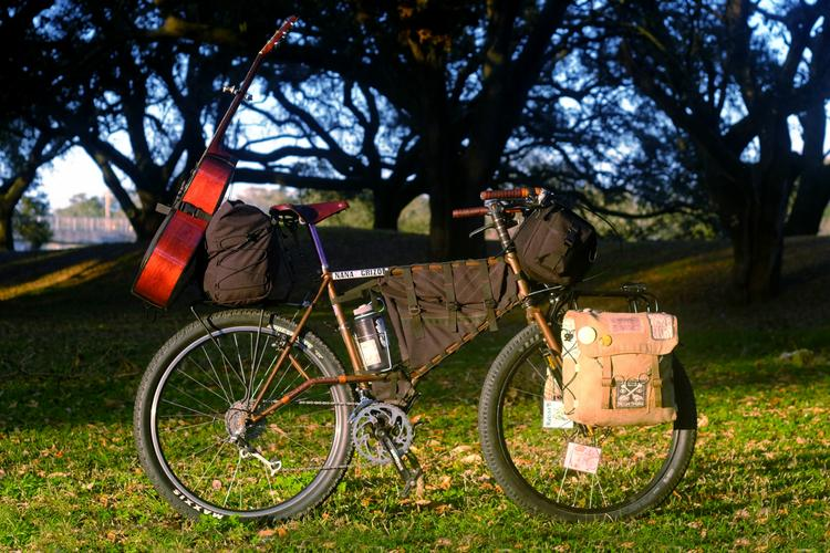 Rambler Bags, Kuba, and the Troubadour: a Bag for Banjo-Packin'