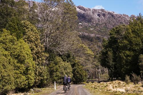 Flashpacking Through the Tasmanian Mountains
