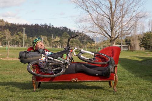 Flashpacking Through the Tasmanian Mountains