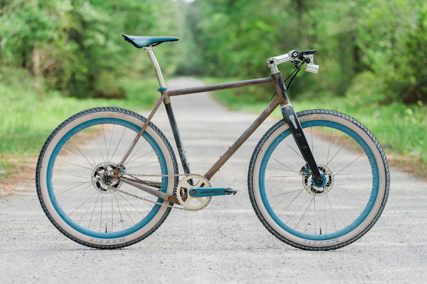 A Rusty Ridge Supply and Rodeo Labs Flaat Rod Singlespeed Gravel Bike