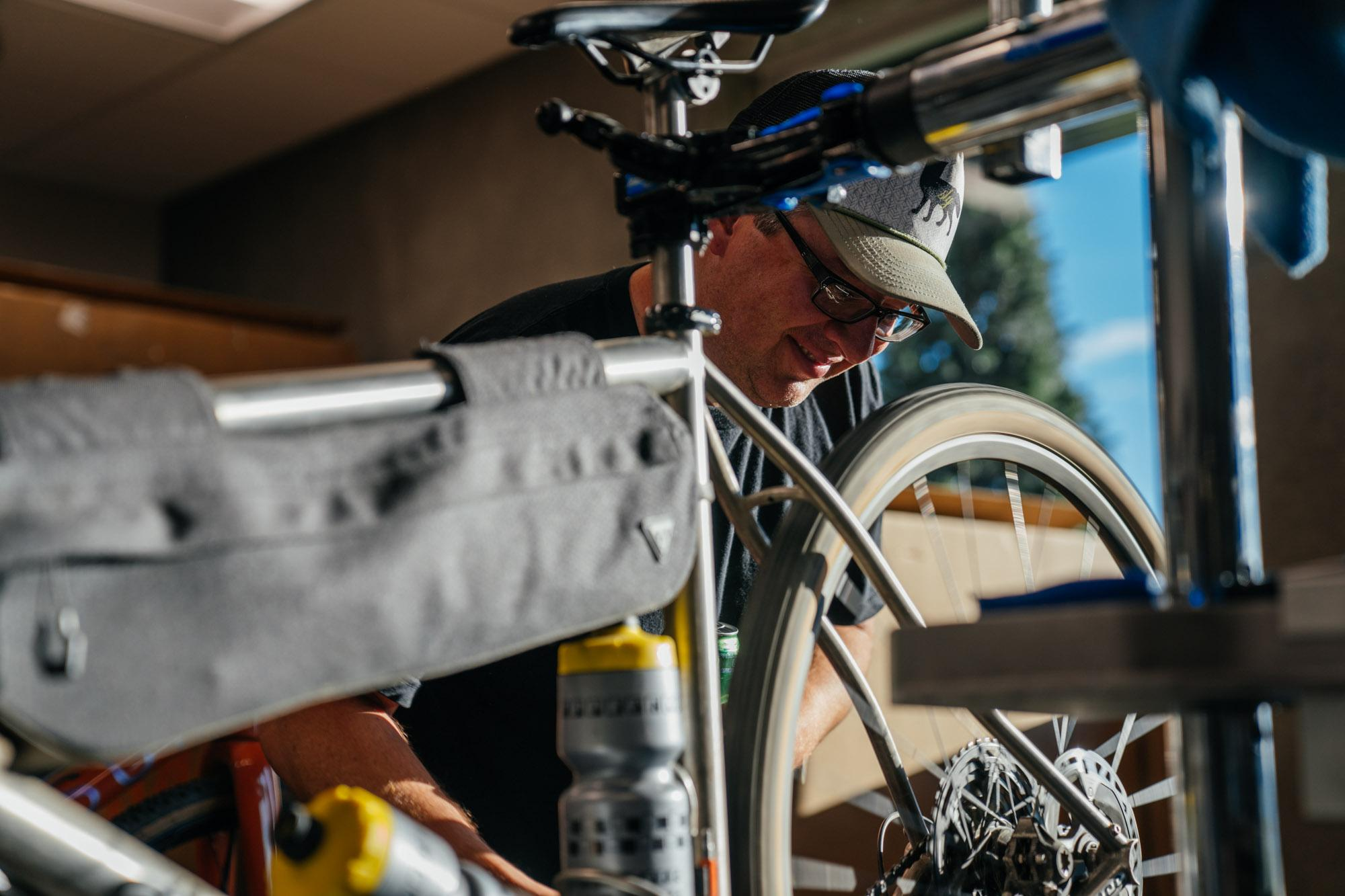 Erik from Alliance setting up his bike.